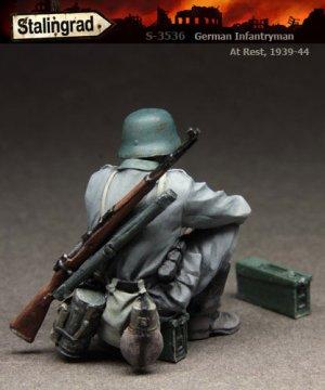 German Infantryman at rest  (Vista 2)