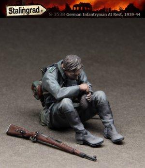 German Infantryman at rest 1939-44   (Vista 1)