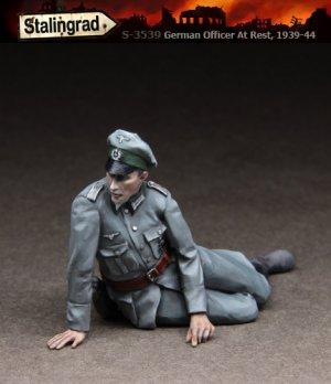 German Officer at rest 1939-44   (Vista 1)