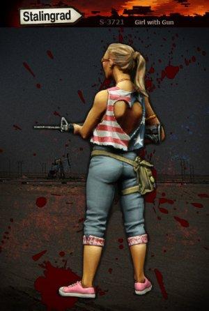Mujer con arma  (Vista 3)