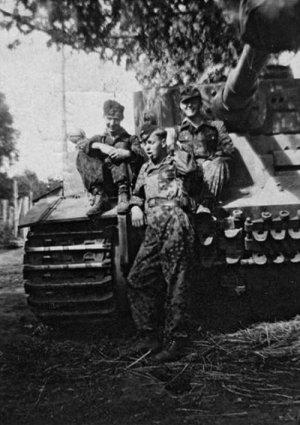 WSS Panzer Crewman, Kursk 1943  (Vista 6)