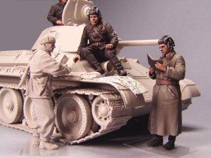 Soviet tank officers. Winter 1941-42  (Vista 2)