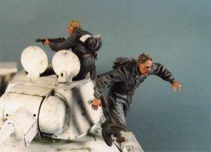 Tanquistas Sovieticos escapando  (Vista 1)