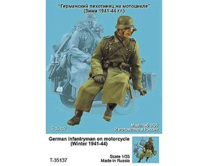 German infantryman on motorcycle   (Vista 1)