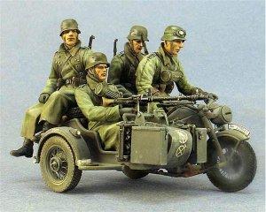 German infantryman on motorcycle   (Vista 2)