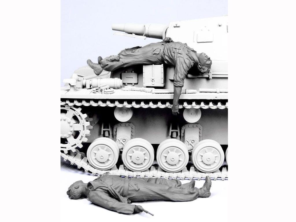 Tripulacion Alemana escapando del Tanque (Vista 3)