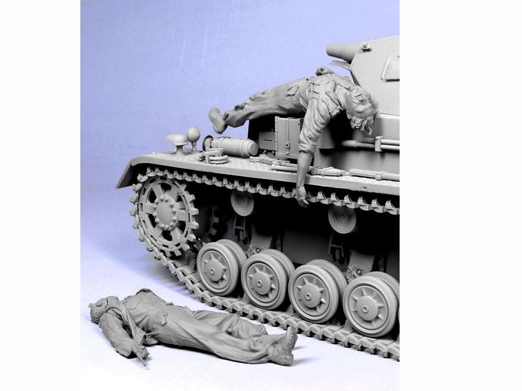 Tripulacion Alemana escapando del Tanque (Vista 6)