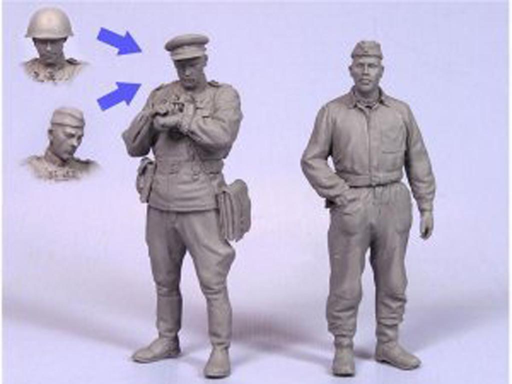 Oficiales soviétcos, tanquista y soldado (Vista 2)