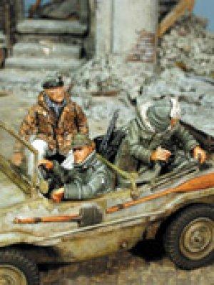 Schwimmwagen Crew in Winter Dress, 1943- - Ref.: WARR-35438