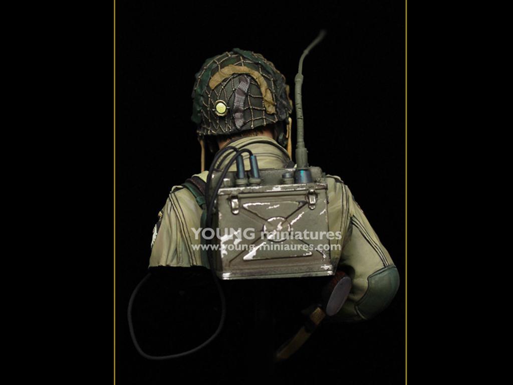 US Airborne Radio Operator Carentan 1944 (Vista 6)